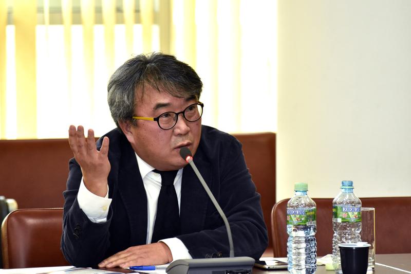 Хонг Санг Ву, профессор