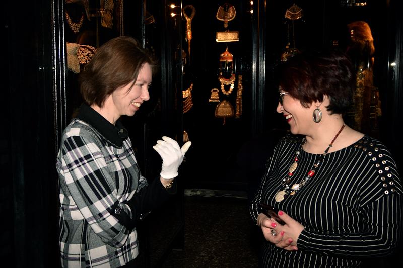 Заведующая отделом спец. хранения РЭМ Нератова Елизавета Ивановна рассказывает об экспонатах