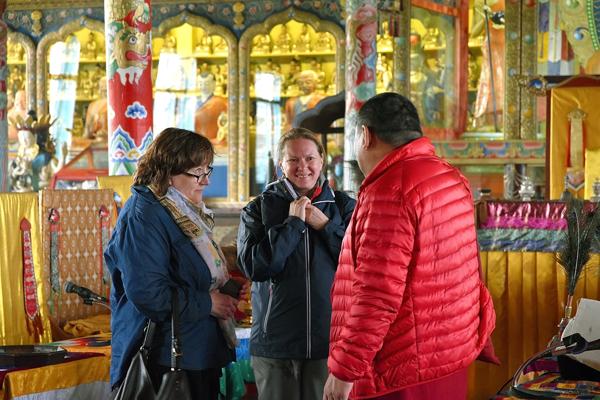 Елена Демидова, Нина Кочеляева, Аюша лама Мункуев, главный унзат лама (запевала) Иволгинского дацана
