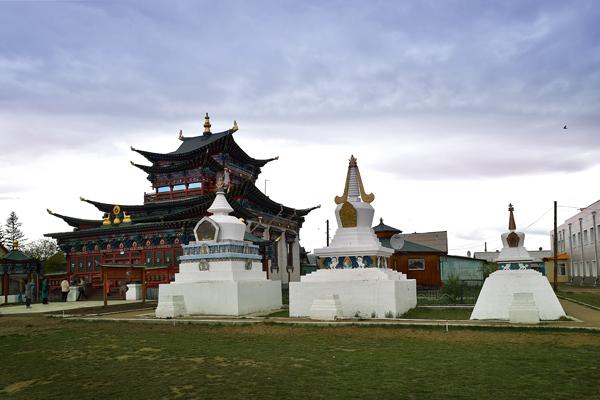 Дворец Пандито Хамбо ламы Даши-Доржи Этигэлова и субурганы