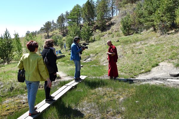 Местность Ута Булаг. Буда лама Цыденов показывает источники, открытые Хамбо ламой Этигэловым