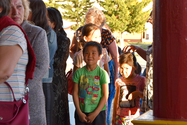 Дети ждут встречи с Пандито Хамбо ламой Этигэловым